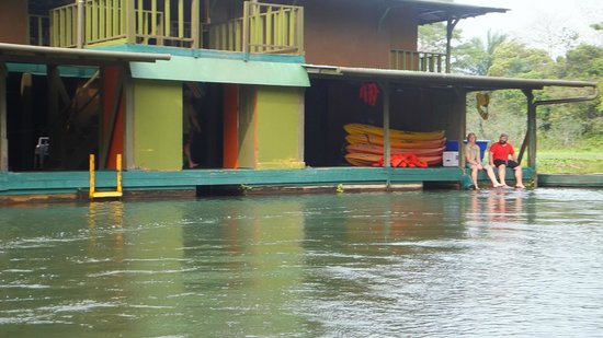 Panama Canal Boat Eco Tour: House on Canal 6