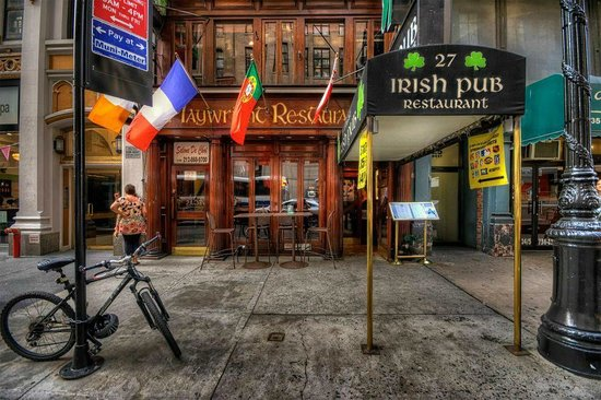 Playwright Irish Pub: A FRIENDLY IRISH PUB