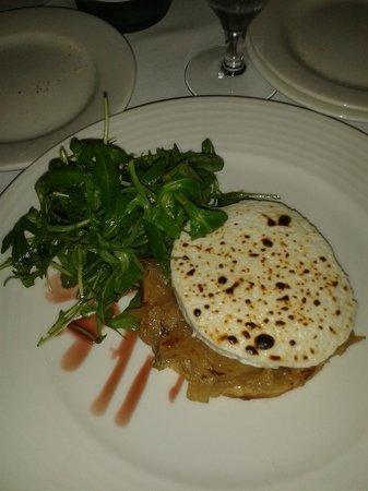 Fallon & Byrne: Mil hojas con cebolla caramelizada y queso de cabra