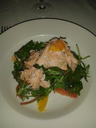 Fallon & Byrne: Salmon a la plancha con frutas y rucula