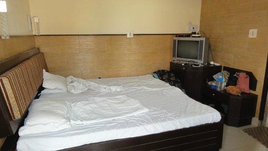 Hotel Kamal: uncomfortable room, very small
