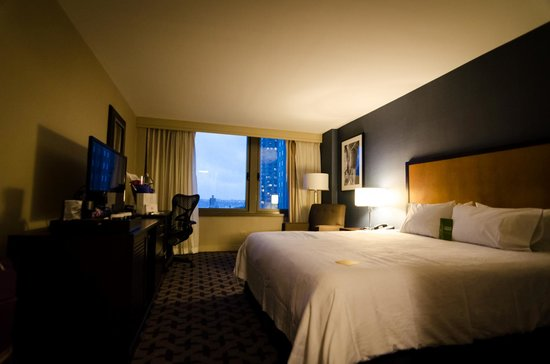 Hilton Garden Inn Times Square : Our room with a king-size bed