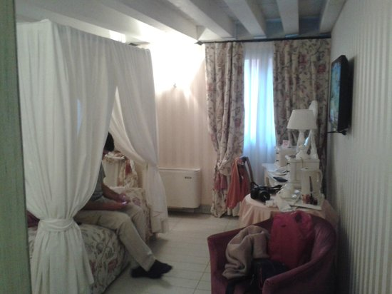 Hotel Antiche Figure : hermosa habitacion