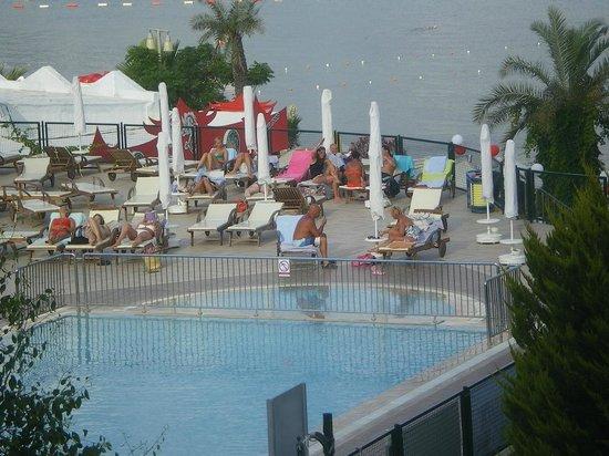 Royal Asarlik Beach: Zwembad