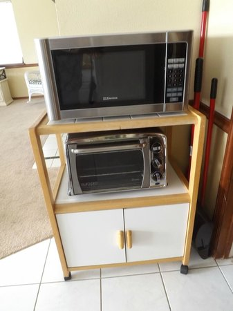 Banyan Tree Resort: unsafe oven and microwave, dont use both at once or the electrics fuse