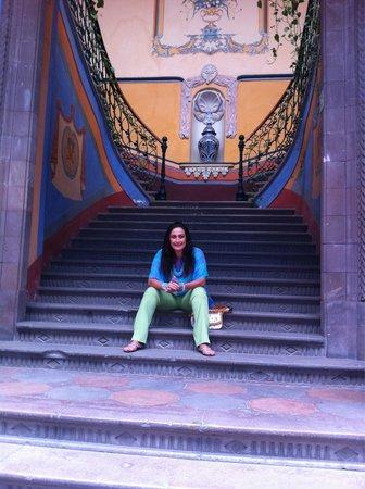 La Casa Azul Hotel: En las escaleras de La Casa Azul en Querétaro ! Hermoso lugar