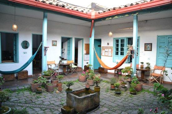 Anandamayi Hostel: Patio 1