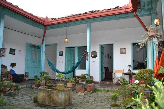 Anandamayi Hostel: Patio 2