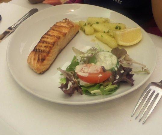 Le Cochon d'Or: Salmon w/potatoes