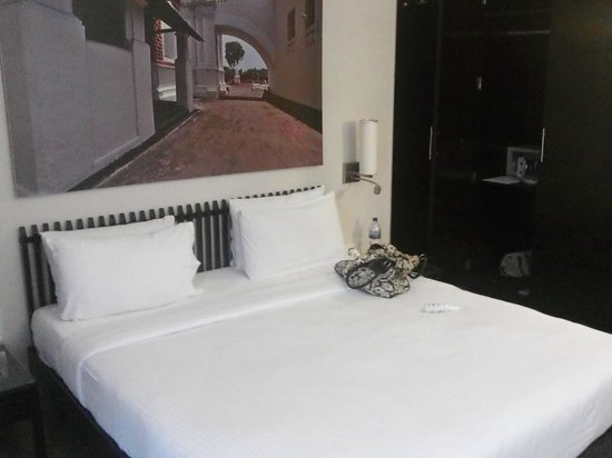 Whispering Palms Beach Resort : Bedroom