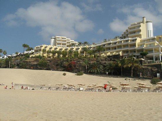 Hotel Riu Palace Jandia : View of Riu Palace from beach