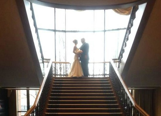 Four Seasons Hotel Boston : Striking setting for wedding photos