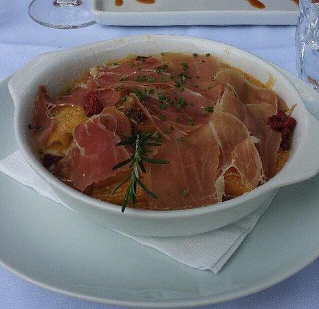 Due Cuochi Cucina Shopping Cidade Jardim: Rigatoni ao forno recheado de mozzarela de búfala ao creme de funghi porcini gratinado e presunt