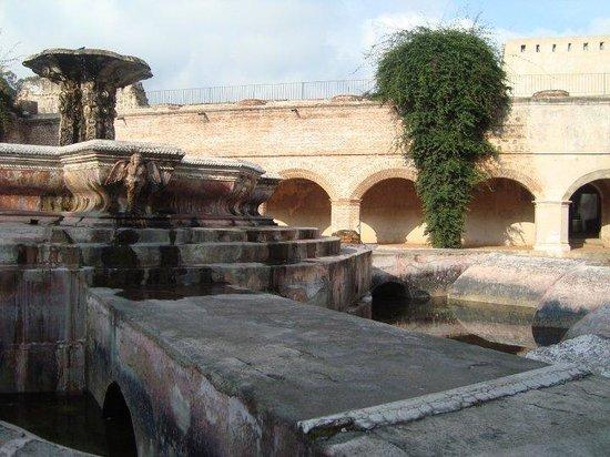 La Merced: fountain