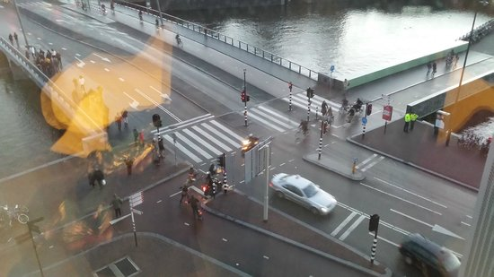 DoubleTree by Hilton Hotel Amsterdam Centraal Station: View looking down at the street from 544