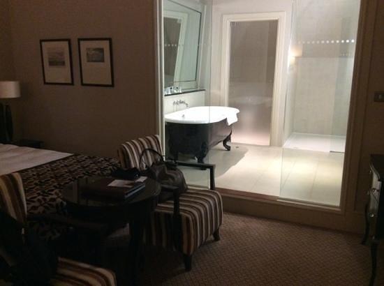 Harte & Garter Hotel & Spa: Beautiful bathroom!