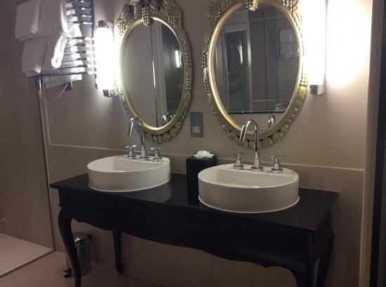 Harte & Garter Hotel & Spa: Another of the bathroom