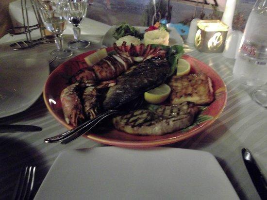 Almira Restaurant: Fish platter