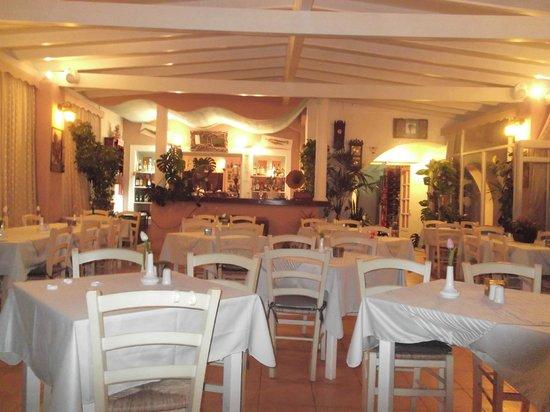 Almira Restaurant: Inside seating