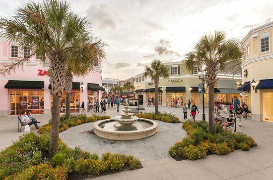 ‪Tanger Outlets Charleston‬