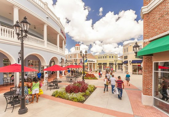 Outlets & Malls. If you want to optimize your shopping time and save a few, head to our outlets and malls. Just off the peninsula lies some of the best shopping for those who love to find a good deal.