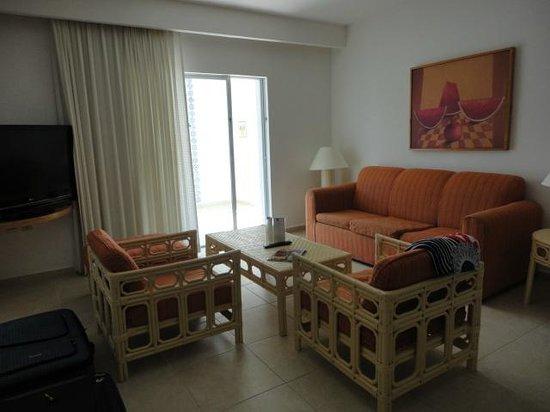 Beachscape Kin Ha Villas & Suites: Sala apartamento
