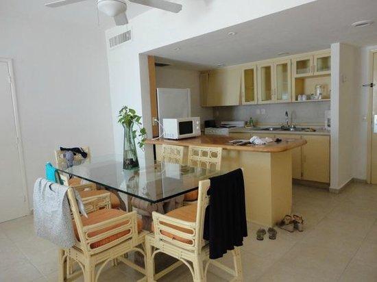 Beachscape Kin Ha Villas & Suites: Cozinha