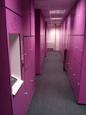 St Christopher's Gare du Nord Paris: lockers para consigna de equipaje 4€ x dia