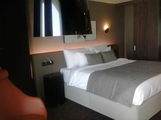Kronwell Hotel: Bed