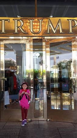 Trump International Hotel Las Vegas: Trump LV front doors