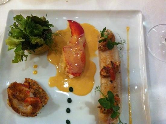 Comme Chez Soi : Entrada: ensalada de langosta y cod fish