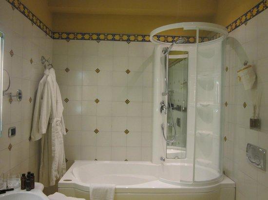 Hotel Villa Ducale: Lovely bathroom