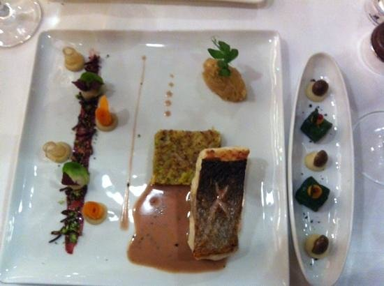 Comme Chez Soi : sea bass con arroz salvaje