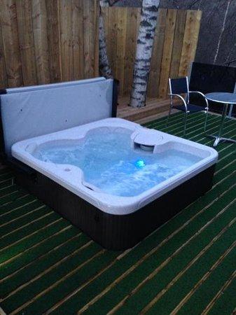 Erigmore: hot tub