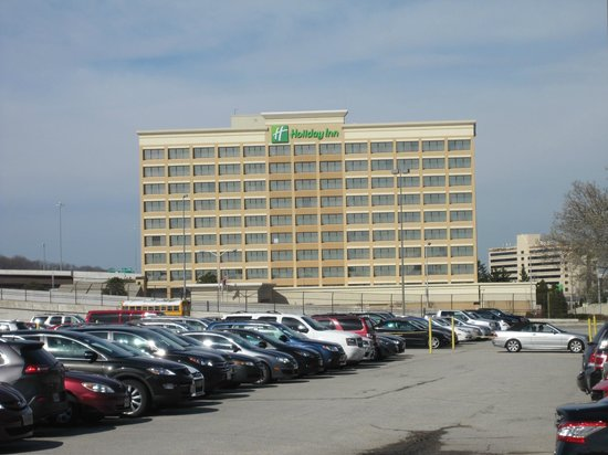 Holiday Inn Alexandria at Carlyle: View of the hotel from Eisenhower Ave.