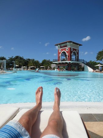Sandals Grande Antigua Resort & Spa : Main Pool (and the biggest and best)
