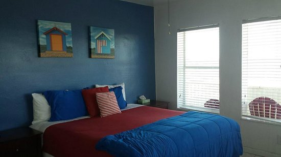 Paradise Oceanfront Hotel: Comfy bed!
