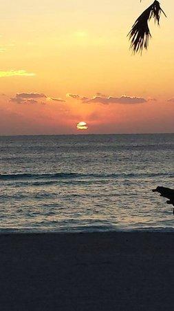Paradise Oceanfront Hotel: Sunrise