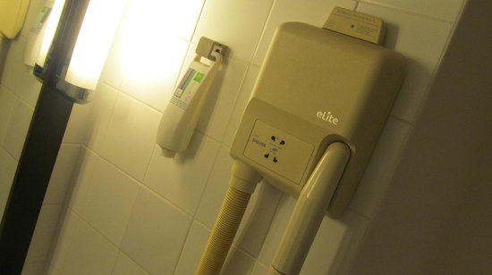 Ibis Styles Paris Gare de l'Est Château Landon : Hair Dryer
