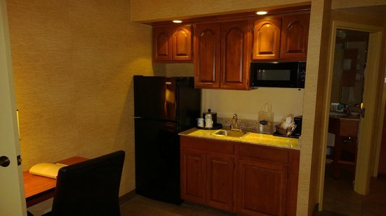 Hampton Inn Harrisburg East (Hershey Area): kitchen area