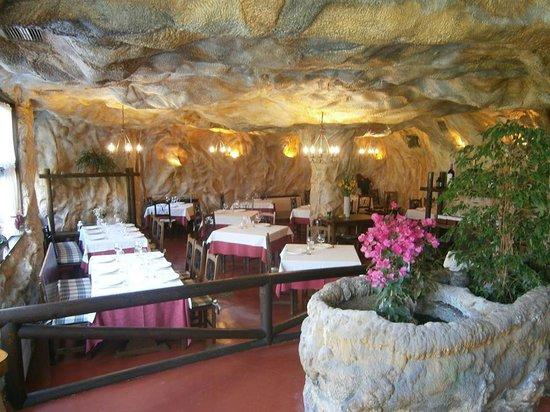 Restaurante La Cueva: Comedor