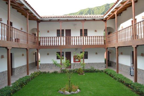 San Agustin Urubamba Hotel : Camino a la habitación