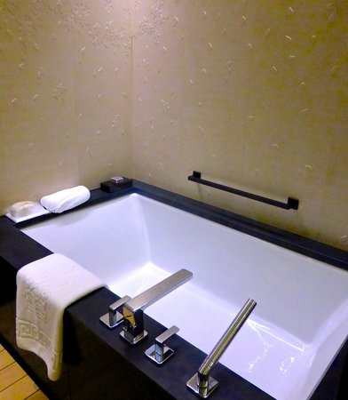 The Ritz-Carlton, Kyoto: Note the cherry blossom pattern in the tile on the wall; such attention to detail!