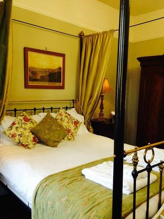 Marmadukes Town House Hotel : four poster bed