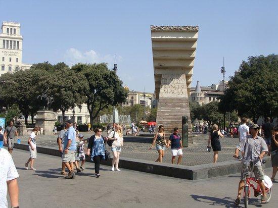 Plaza de Cataluña: Plaça de Catalunya