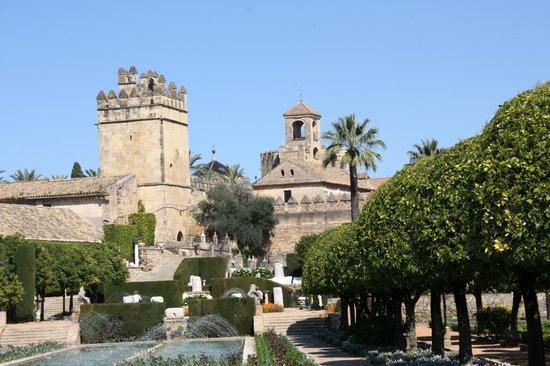 Alcazar de los Reyes Cristianos: Garten Blick auf Alcazar