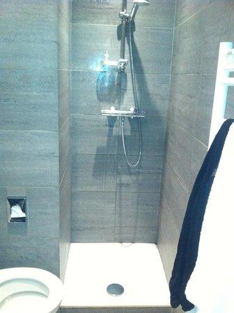 Hotel Floridor Etoile: Dusch utan draperi