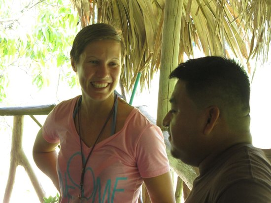 Cayequest Private Tours : Lyra with the Mayan chocolate-meister