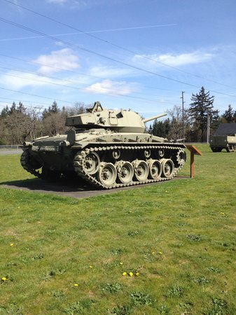 Ft. Lewis Military Museum: Tank outside
