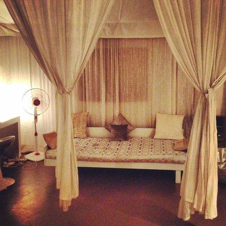 Amarya Shamiyana : Chaise in the room.
